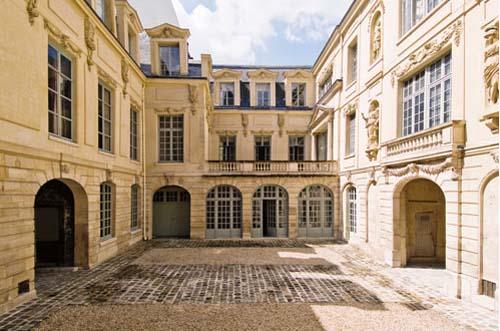 L'hôtel Amelot de Bisseul : la 2e cour