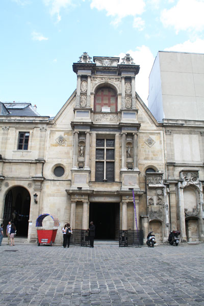 L'église des Petits-Augustins - L'avant-corps du château d'Anet plaqué sur la façade