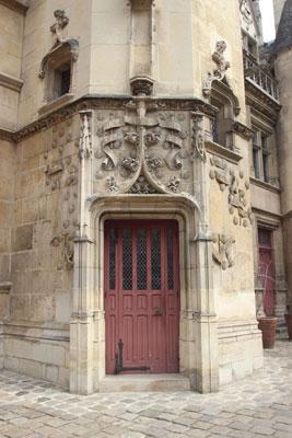 L'hôtel de Cluny - La tour d'escalier