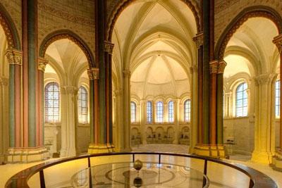 Prieuré Saint-Martin des Champs : chœur et chapelle axiale au fond vus de l'intérieur