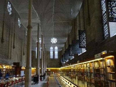 Prieuré Saint-Martin des Champs : le réfectoire transformé en bibliothèque