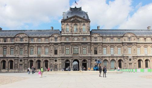 Le Palais du Louvre - La cour carrée