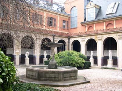 Le couvent des Petits-Augustins : la cour du Mûrier