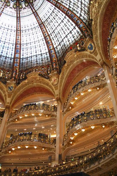 Les Galeries Lafayette - Détail des passerelles et arcades