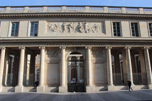 L'Ecole de Chirurgie – La colonnade donnant sur la rue