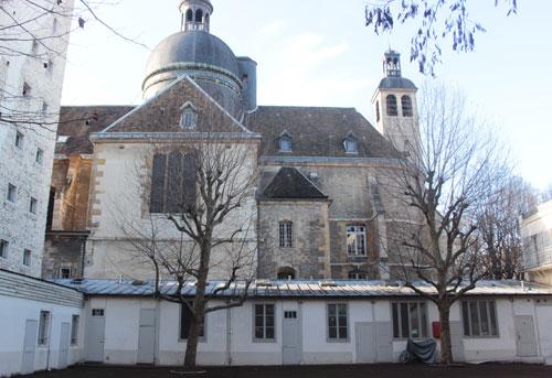 Le couvent des Carmes - Le dôme de l'église Saint-Jospeh et à droite le campanile