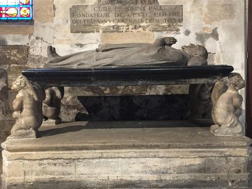 Le gisant d'Antoine Fayet, curé de saint-Paul, fondateur de l'égise sainte-Marguerite