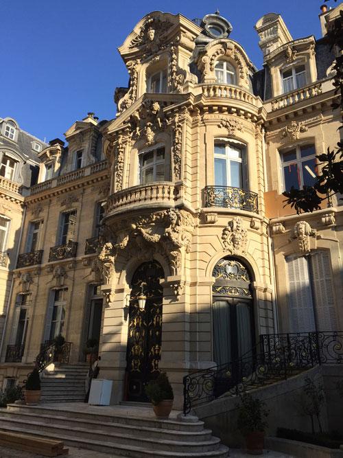 L'hôtel Emile Menier : l'exubérante rotonde de la façade sur cour