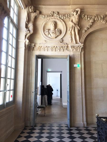 L'hôtel Salé - Dessus de porte sculpté