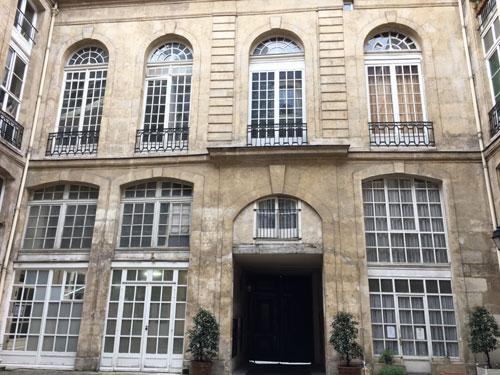 L'hôtel de Villeroy : la 1ère cour
