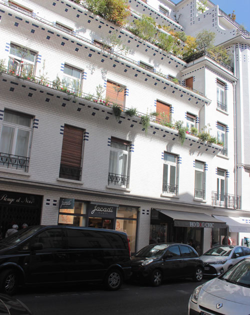 L'immeuble à gradins avec les terrasses végétalisées