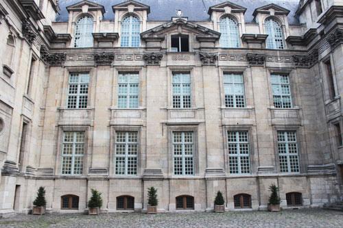 L'Hôtel d'Angoulême  : la façade sur cour
