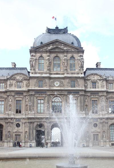 Le Louvre - Le pavillon de l'Horloge