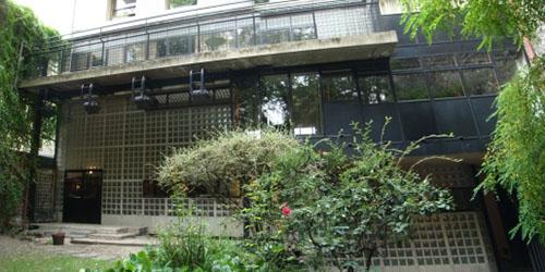 La Maison de verre : la façade donnant sur le jardin