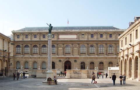 Le Palais des Etudes : la façade extérieure