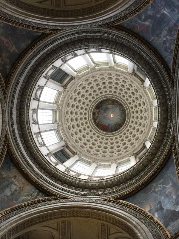 Le Panthéon : la coupole basse visible à l'ntérieure