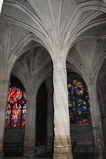 L'étonnante colonne-torse de l'église Saint-Séverin