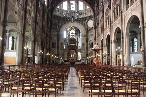 L'église Saint-Augustin - La nef et le chœur au fond