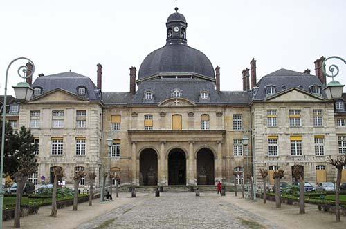 L'hôpital de la Salpétrière - façade principale