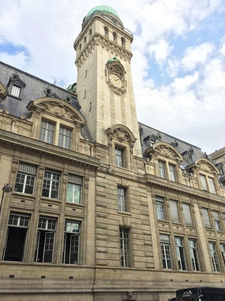 La Sorbonne Nouvelle : la curieuse tour de la façade rue Saint-jacques