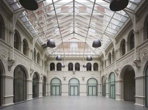 Le grand hall sous la verrière
