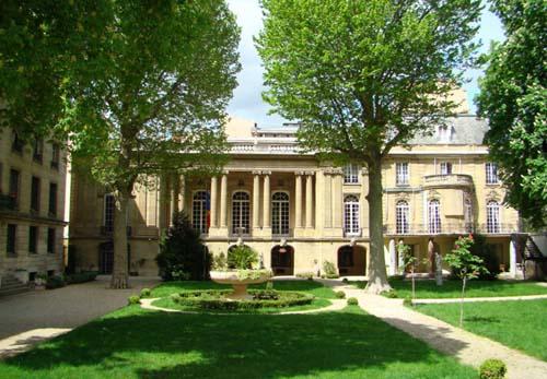 L'hôtel de Béhague - Façade sur le jardin