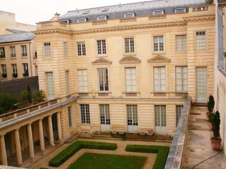 L'hôtel d'Hallwyll - La façade sur jardin