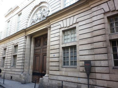 L'hôtel d'Hallwyll - Le portail et le bâtiment sur rue