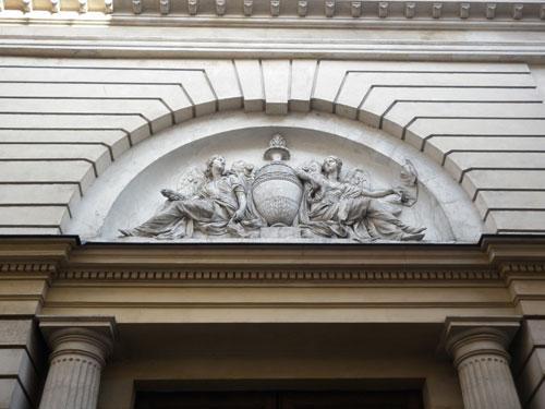 L'hôtel d'Hallwyll - Le tympan sculpté du portail