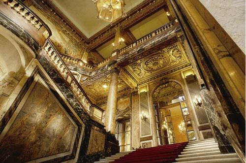 L'hôtel Potocki - Le grand escalier en marbre