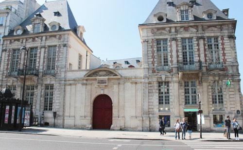 L'hôtel de Mayenne - Les deux pavillons sur rue