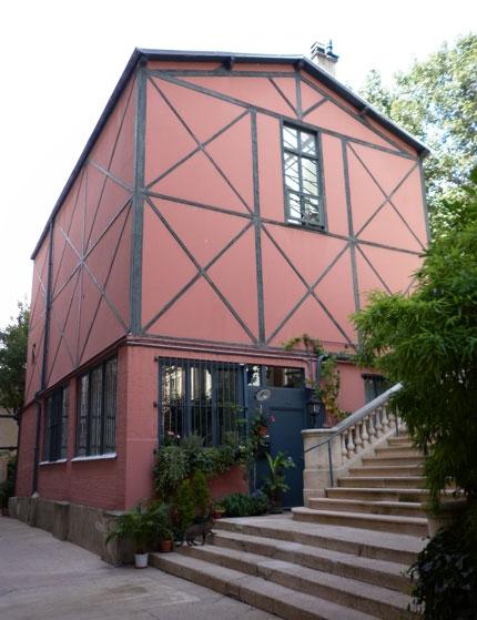 La villa des Platanes : deuxième cour