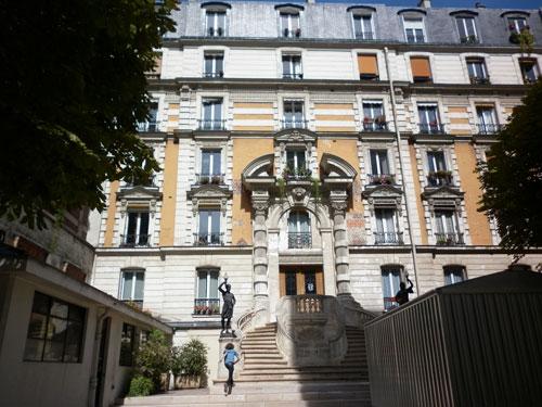 La villa des Platanes : immeuble en fond de cour