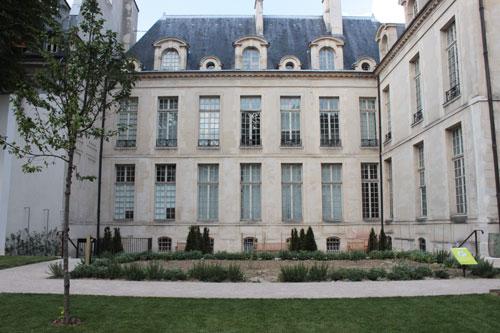 Le Jardin des Rosiers  - ancien jardin de l'hôtel d'Albret