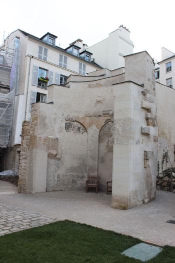 Le Jardin des Rosiers  - Tour de l'enceinte de Philippe-Auguste