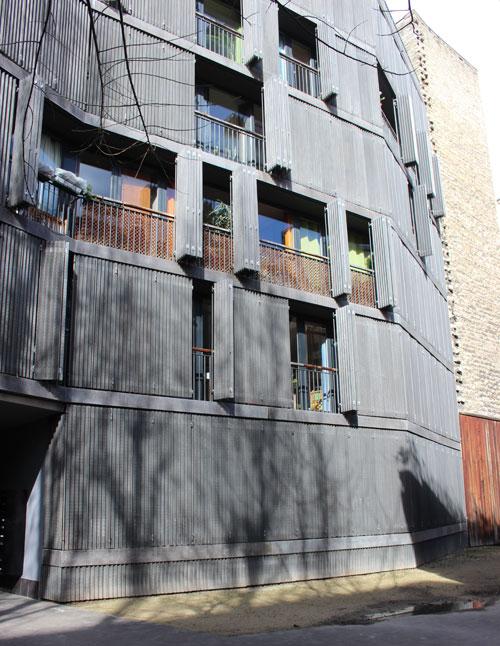 Logements sociaux rue des Suisses : la façade sur cour du 1er bâtiment