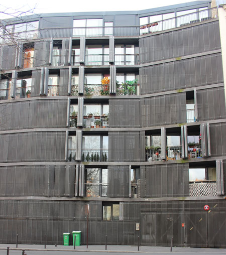 Logements sociaux rue des Suisses : la façade sur rue du 1er bâtiment