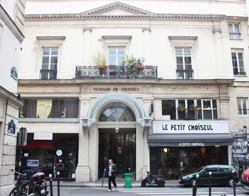 Le Passage Choiseul - L'entrée Nord : elle faisait partie de l'ancien hôtel de Gesvres