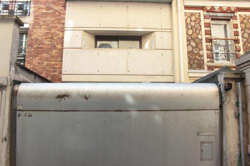 Film House - La garage au premier plan