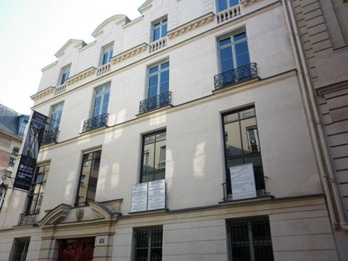 L'hôtel de Bragelongue - façade sur rue, portail d'entrée