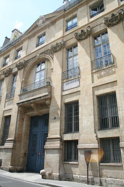 L'hôtel de Léon - Les chapiteaux à tête de bélier à cornes