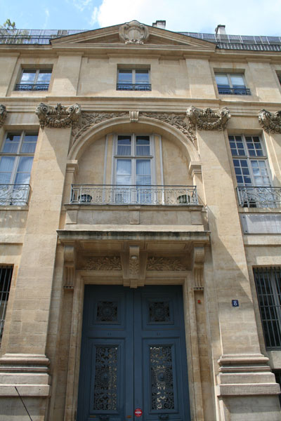 L'hôtel de Léon - le portail d'entrée