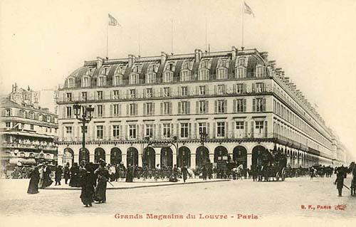 Les Grands Magasins du Louvre : ils occupent l'ancien Grand Hôtel du Louvre reconstruit à son emplacement actuel devant la Comédie Française