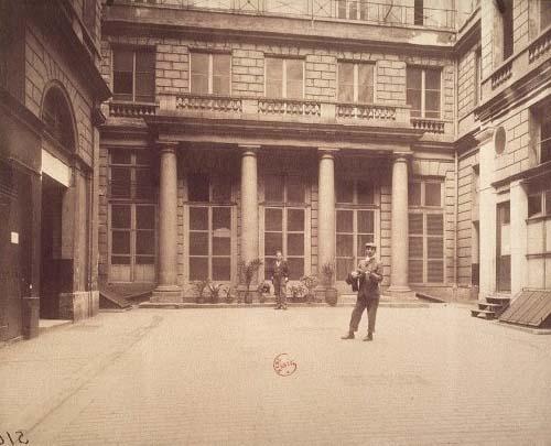L'hôtel de la Chancellerie d'Orléans - Façade sur cour - Portique à colonnes doriques