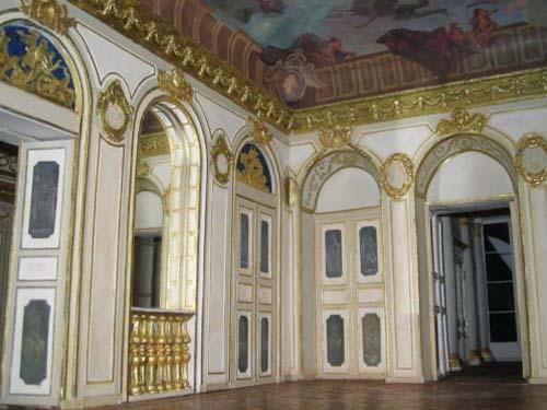 Grand salon avec les reliefs d'Augustin Pajou et le plafond d'Antoine Coypel (maquette)