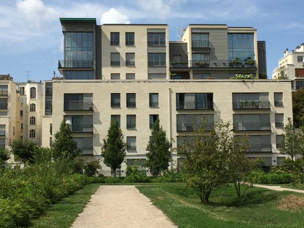 Nouveaux immeubles de logements construits à côté de l'ancien hôpital