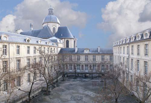 Le lycée Charlemagne : la cour du lycée (photomontage)