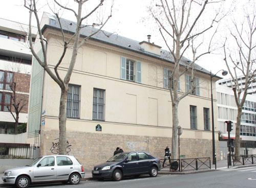Le pavillon de chasse du duc de Guise - La façade sur rue