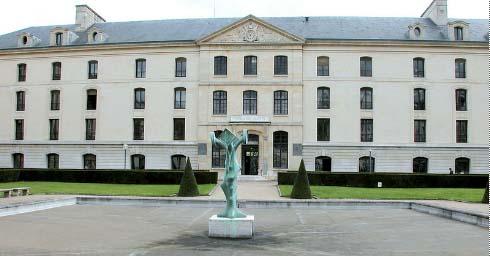 Le pavillon Joffre : seul l'avant-corps date du XVIIIe siècle, le reste est une reconstruction en béton avec un parement de pierre