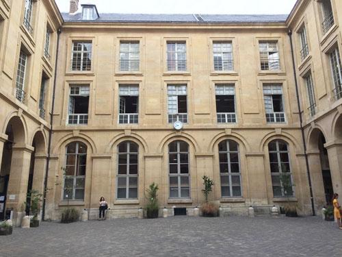 Le centre Panthéon : la cour intérieure